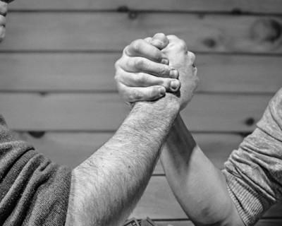 The Clash of the Titans – Social Media Vs. OldSkool Marketers